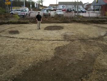 Kreisgraben eines Hügelgrabes mit 2 Gräbern