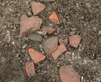 Keramik aus einem Brandgrab im Planum (oberste Schicht)