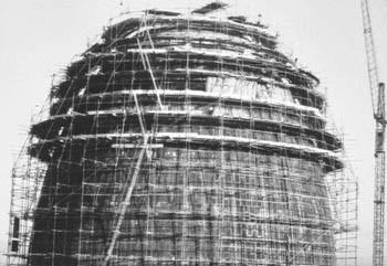 Atomreaktor_im_Bau_1957_kl